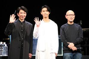 朗読劇「ピース」の公開ゲネプロを行った(左から)篠井英介、橋本良亮、鈴木勝秀氏