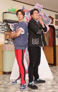 ポーズを取る前田拳太郎(左)と木村昴(カメラ・中島 傑)【切り込み写真】仮面ライダーリバイ(左)とバイス