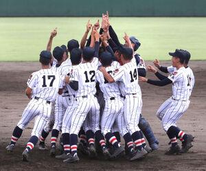 優勝した浦和学院ナイン
