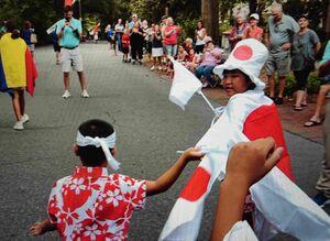 キッズ世界選手権の開会パレードに参加した須藤弥勒は今大会と32年ブリスベン五輪で金メダル獲得を誓った