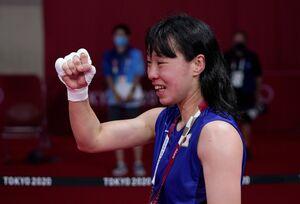 メダルを確定させ笑顔の入江聖奈(ロイター)