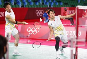 男子ダブルス準々決勝でインドネシアペアに敗れた園田、嘉村(右)組(ロイター)