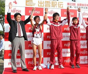 (左から)早大の渡辺康幸監督、平賀翔太、矢澤曜、大迫傑