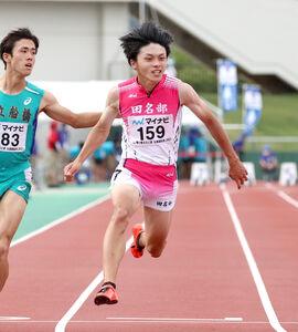 男子100メートルで4位に入った田名部・佐賀(中央)