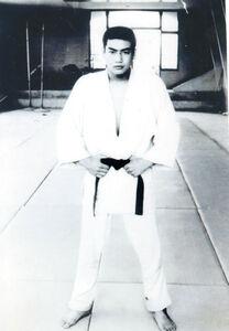 松山聖陵高主将時代の藤岡弘、(c)SANKIワールドワイド