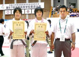 高校時代の浜田尚里(中央)と吉村智之顧問(提供写真)