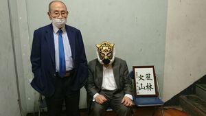 新間寿会長(左)と初代タイガーマスク