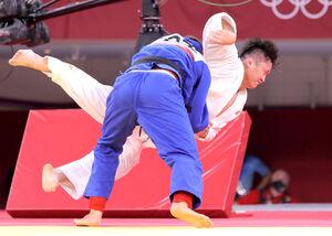 男子100キロ超級準決勝で敗れた原沢久喜(右)(カメラ・相川 和寛)