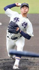 雨の中、力投する修徳の先発、床枝魁斗(カメラ・頓所美代子)