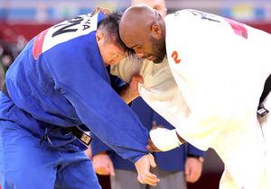 男子100キロ超級3位決定戦、リネール(右)と激しく組み合う原沢久喜。指導3つによる反則負けで銅メダルを逃した(カメラ・相川 和寛)