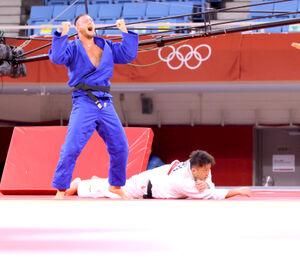 男子100キロ超級準決勝、ゴールデンスコアの末に敗れた原沢久喜(右)(カメラ・相川 和寛)