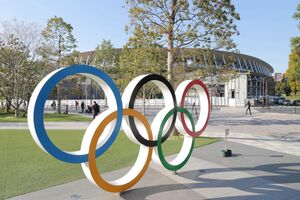 新国立競技場と五輪マーク