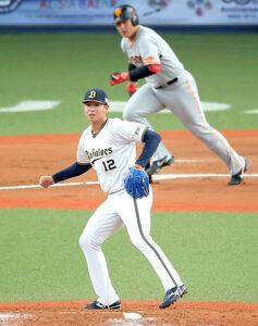 6回1死二塁、岡本和真に中前適時打を打たれた山下舜平大