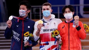 銅メダルとなった萱和磨(右)(ロイター)