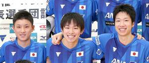 球男子団体に出場した(左から)張本智和、丹羽孝希、水谷隼