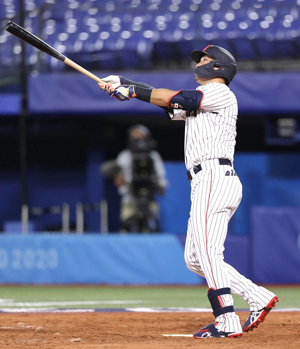 5回無死、左越えにソロ本塁打を放つ鈴木誠也