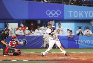 9回1死一塁、浅村栄斗が右前安打を放ちチャンスを広げた