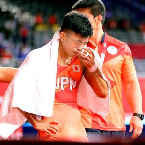 男子グレコローマン60キロ級決勝で敗れ銀メダルとなり、涙を流す文田健一郎(カメラ・相川 和寛)