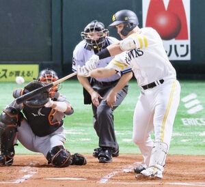 1回1死一、二塁、リチャード砂川が右越えに逆転3ラン本塁打を放つ