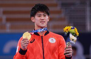 体操男子種目別鉄棒で金メダルを獲得した橋本大輝(ロイター)