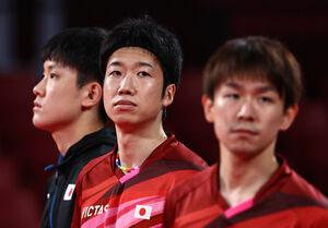 準決勝で敗れた卓球男子団体の(左から)張本、水谷、丹羽(ロイター)