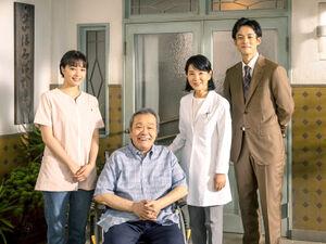 映画「いのちの停車場」から。(左から)広瀬すず、西田敏行、吉永小百合、松坂桃李