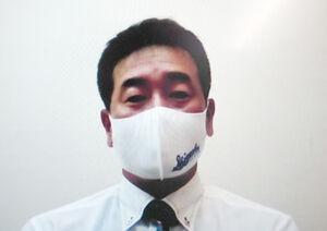 宿舎に到着し、オンライン取材に応じる静岡・池田監督
