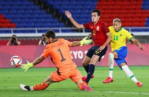 熱戦が続く男子サッカー決勝のブラジル―スペイン戦(ロイター)