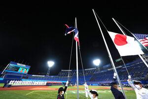 日の丸が掲揚された横浜スタジアム(カメラ・矢口 亨)