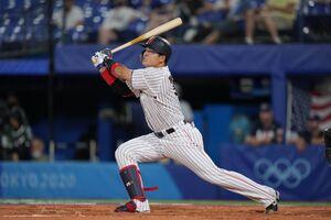 3回1死、先制の本塁打を放つ村上宗隆(カメラ・矢口 亨)