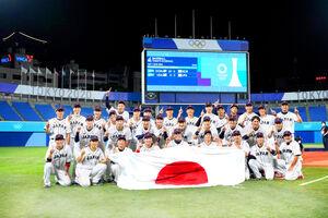 優勝して喜ぶ日本の選手