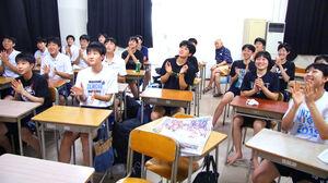 札幌山の手高でテレビ観戦し先輩を応援するバスケット部員