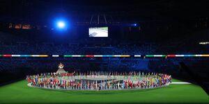 聖火を前に各国の国旗が国立競技場に集まった