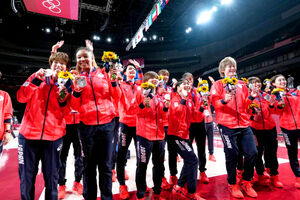 東京五輪で初の銀メダルを獲得した女子バスケットボール
