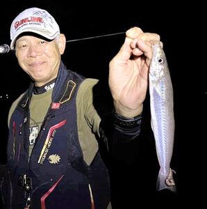 和歌山・御坊で25㌢キスを釣った貝塚サーフの空山さん