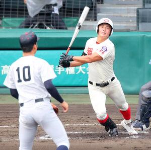6回無死一塁、智弁学園・前川右京が中越え2ラン本塁打を放つ