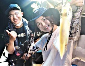 オモリグで初イカをゲットし笑顔のるみちゃん。藤岡さんからイイネをいただきました!