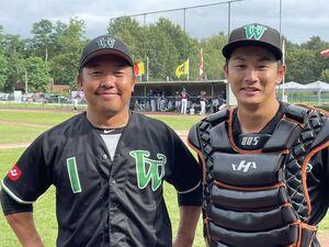 ウィーン・ワンダラーズの坂梨広幸監督兼選手(左)と広畑塁
