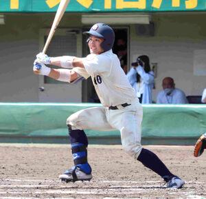 6回1死二、三塁、京大の愛沢祐亮が左翼線に2点二塁打