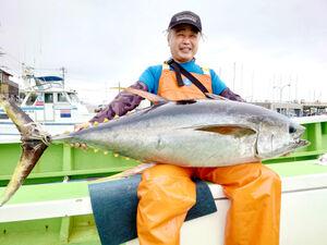 コマセ釣りで上がった35キロのキハダ(長三朗丸提供)