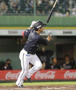 7回無死、小窪哲也は左越えソロ本塁打を放つ(カメラ・義村 治子)