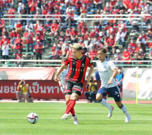 札幌DF福森(左)