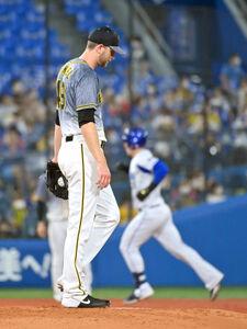 3回2死三塁、オースティン(後方)に2ラン本塁打を浴び、マウンド上でガックリのガンケル