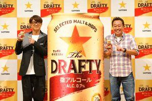 新CM発表会に出席した「さまぁ~ず」の大竹一樹(左)と三村マサカズ