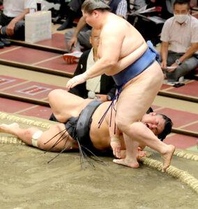 貴景勝(奥)は逸ノ城の上手投げに屈して3連敗