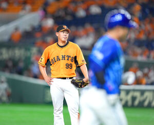 6回無死、桑原に本塁打を打たれた山口俊(カメラ・矢口 亨)