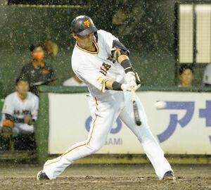 5回1死三塁、適時打を放つ中田翔