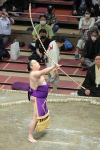 弓取り式を行った聡ノ富士
