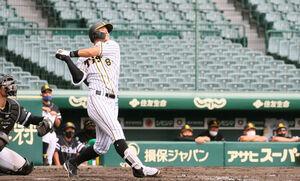 4回2死で右飛に倒れた阪神・佐藤輝明
