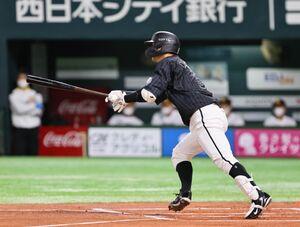 1回1死三塁、中村奨吾が先制の中前適時打を放つ